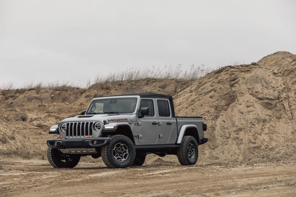 [Image: 2020-jeep-gladiator-mojave-4x4-103-15870...size=980:*]