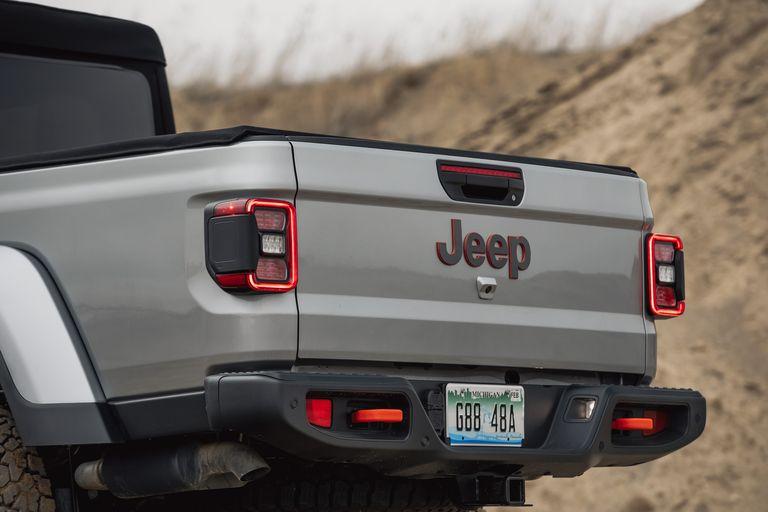 [Image: 2020-jeep-gladiator-mojave-4x4-156-15870...size=768:*]