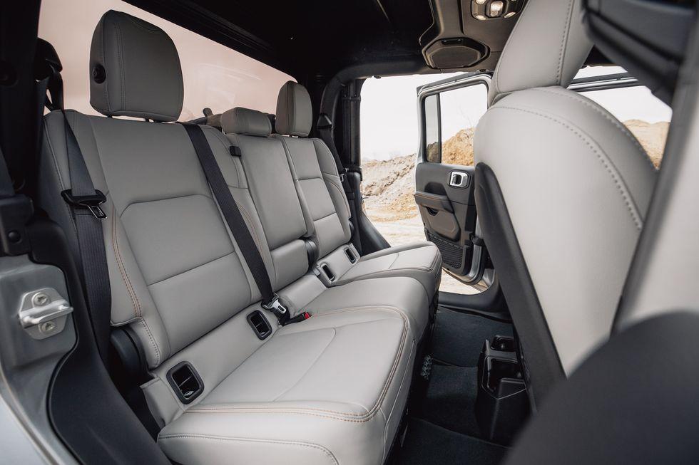 [Image: 2020-jeep-gladiator-mojave-4x4-176-15870...size=980:*]