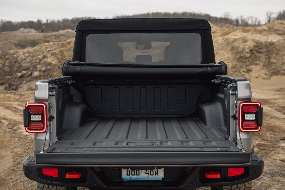 [Image: 2020-jeep-gladiator-mojave-4x4-216-15870...size=980:*]