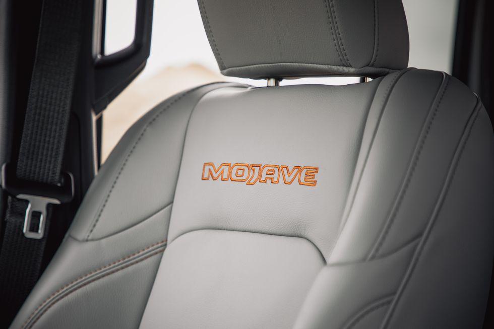 [Image: 2020-jeep-gladiator-mojave-4x4-271-15870...size=980:*]