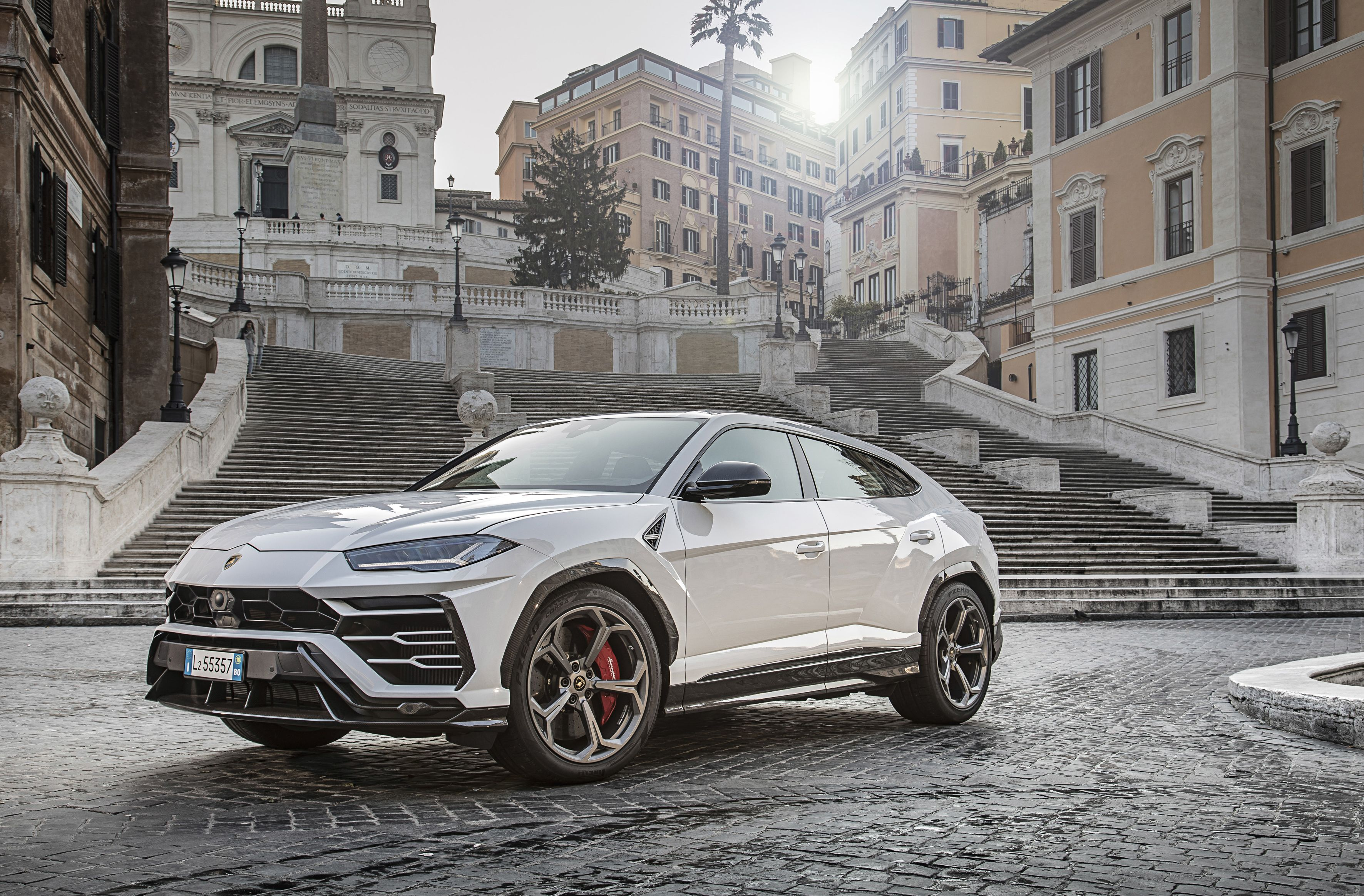 2020 Lamborghini Urus Review, Pricing, and Specs