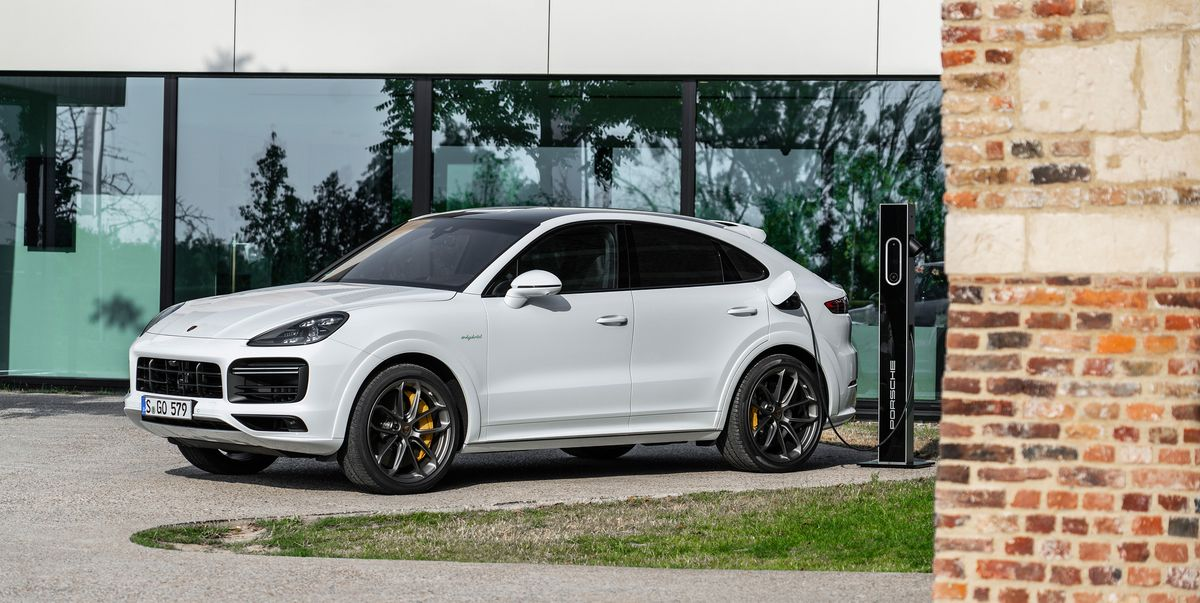 View Photos of the 2020 Porsche Cayenne E-Hybrid Lineup