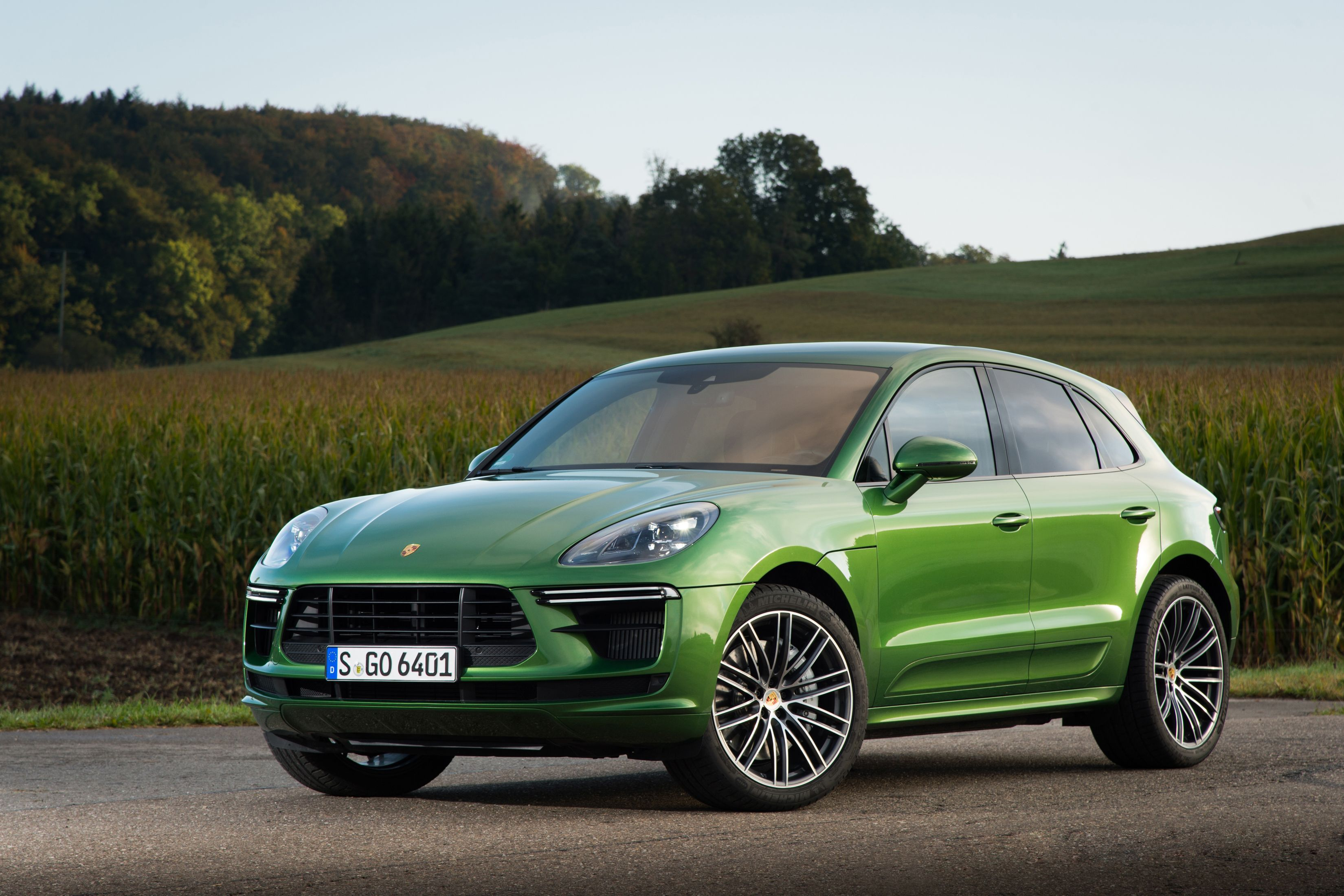 2020 Porsche Macan Turbo Review, Pricing, and Specs