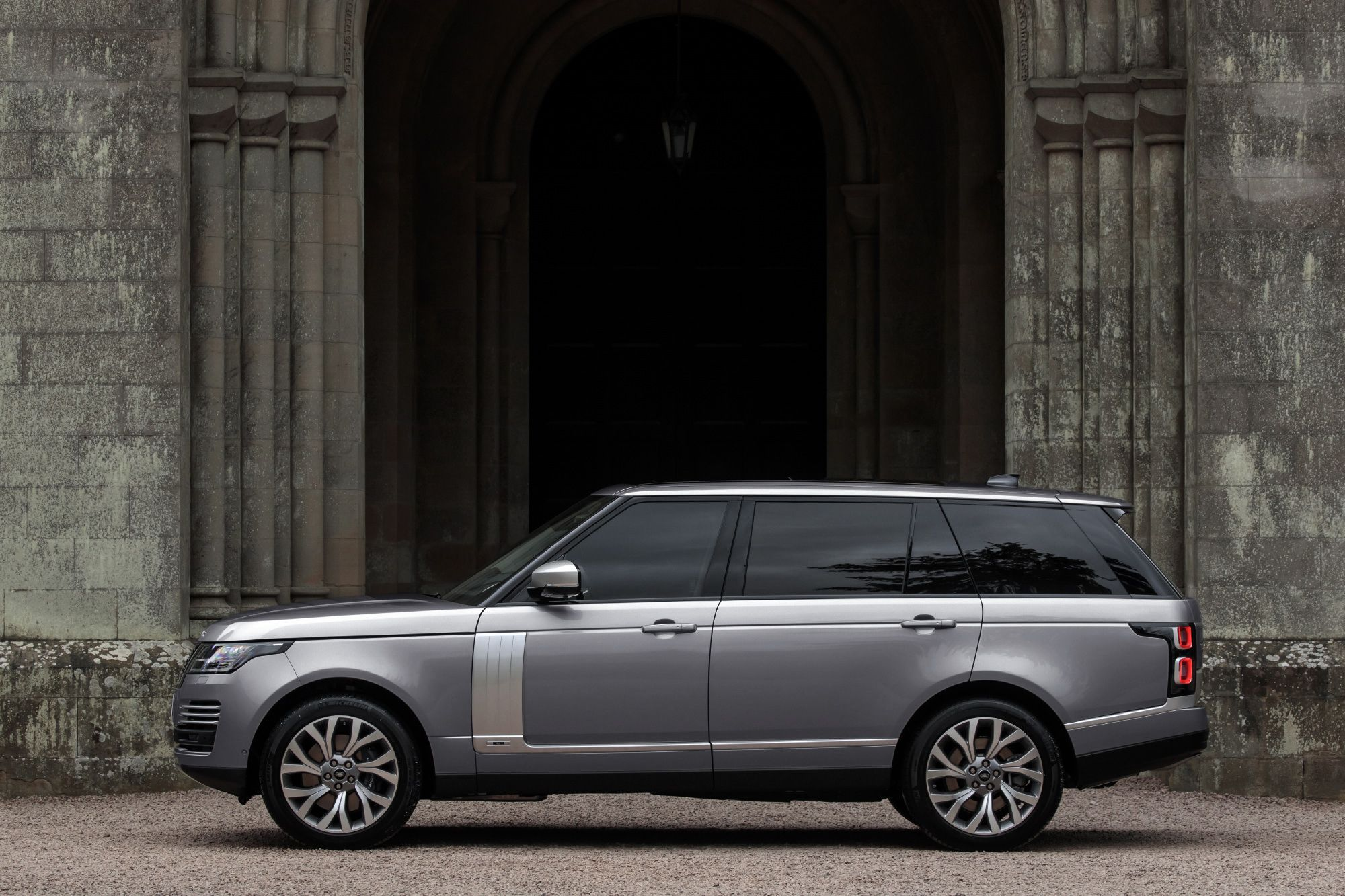 2020 Range Rover Every Model Explained From Plug In Hybrid To 557 Hp V 8