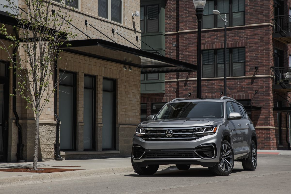 2021 Vw Atlas Suv Has A Prettier Face And The Same Great Space