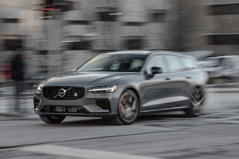 2020 Volvo V60 T8 Polestar Engineered Is a Proper Boss Wagon