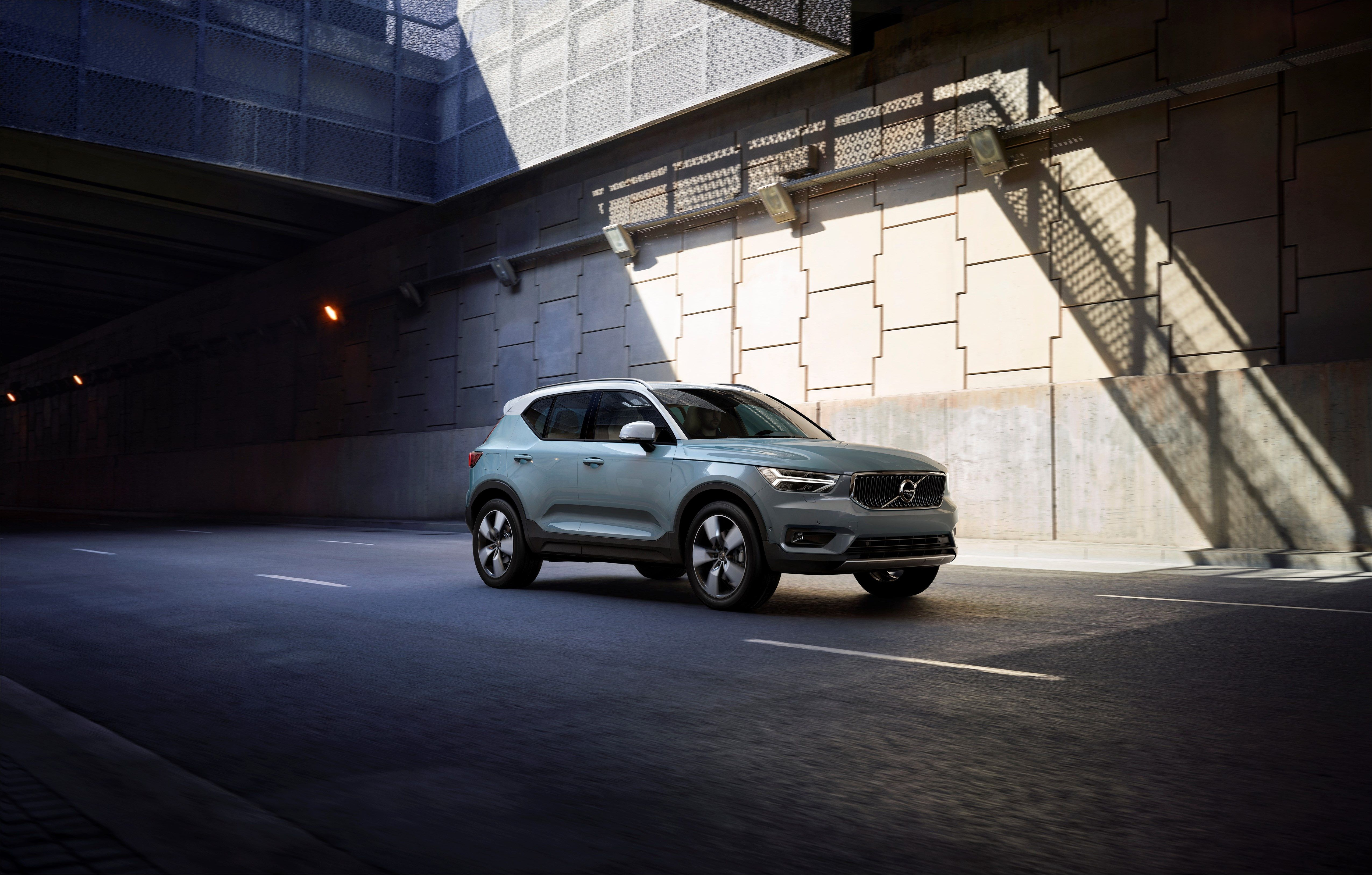 2020 Volvo XC40 Review, Pricing, and Specs