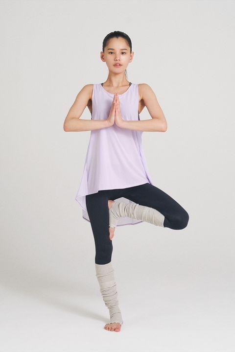 White, Shoulder, Joint, Leg, Standing, Physical fitness, Arm, Knee, Thigh, Leggings,