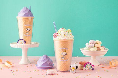 snoopy霜淇淋環保杯和裝著鮮奶油的史奴比環保杯