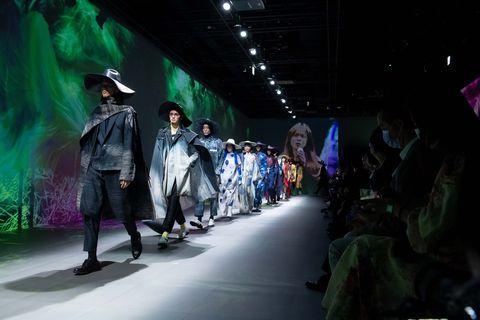 2022春夏臺北時裝週打造高科技開幕秀!三大亮點回顧臺灣設計師x藝術家跨界大秀