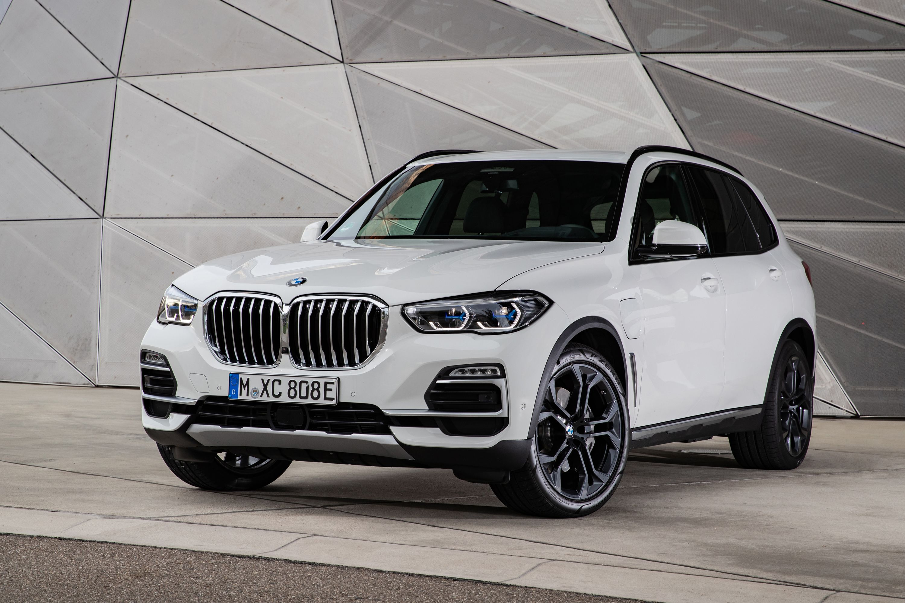 2021 Bmw X5 Xdrive45e Plug In Hybrid Features And Specs