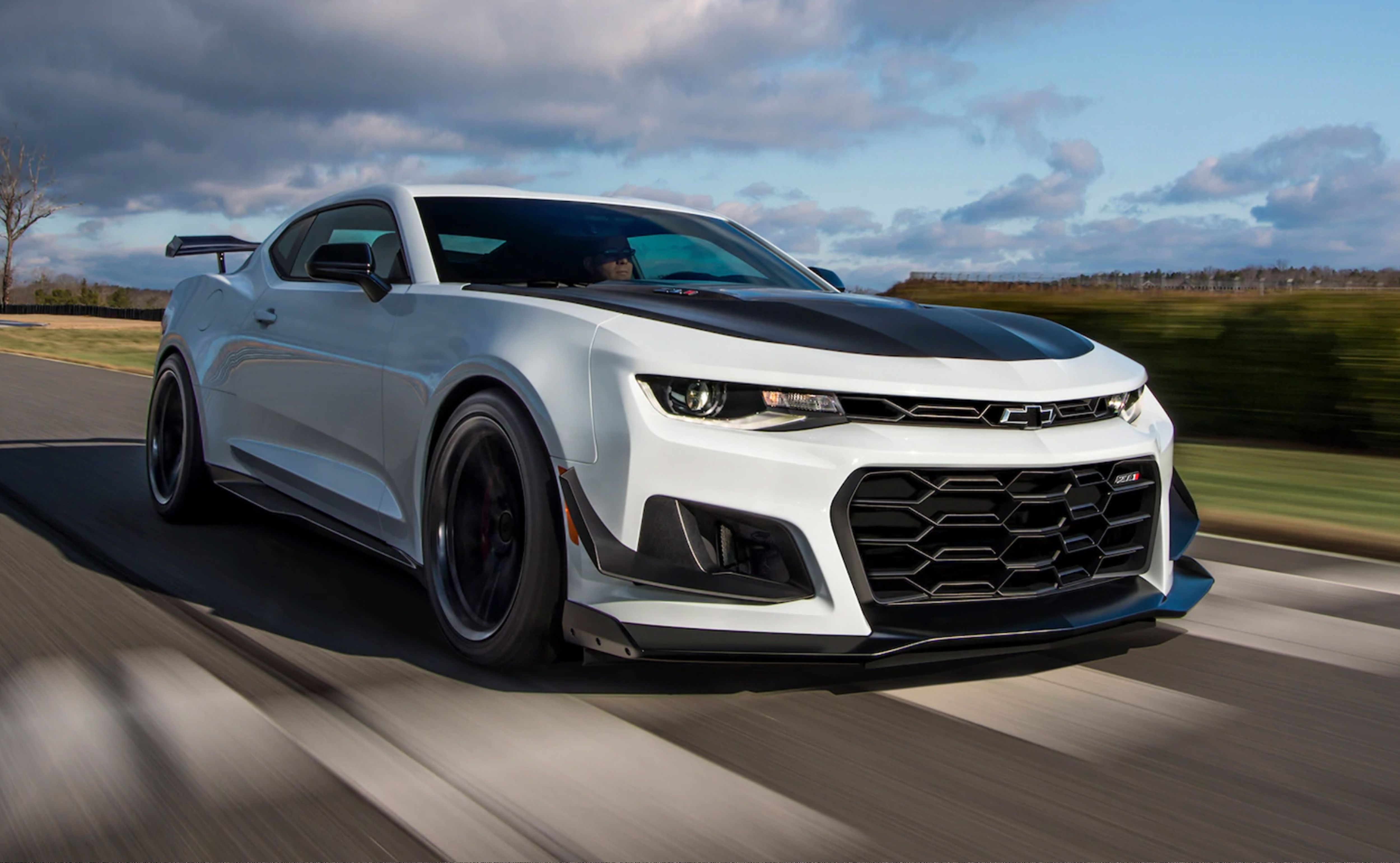 2021 Chevrolet Camaro Zl1 Review Pricing And Specs