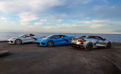 Chevrolet corvette cá đuối coupe và mui trần 2021 xa ngay trong ánh kim loại ánh bạc mới