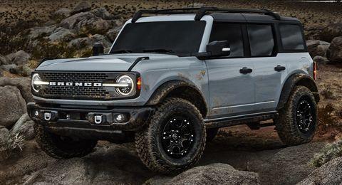 preproducción 2021 bronco cuatro puertas serie badlands con paquete sasquatch ™ off road disponible en gris cactus en johnson valley, california
