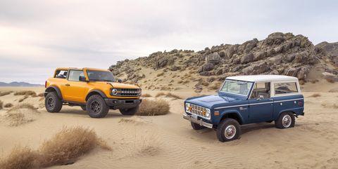 el SUV de dos puertas bronco 2021 de preproducción toma sus resistentes señales de diseño todoterreno del bronco de primera generación, el icónico 4x4 que inspiró a generaciones de fanáticos