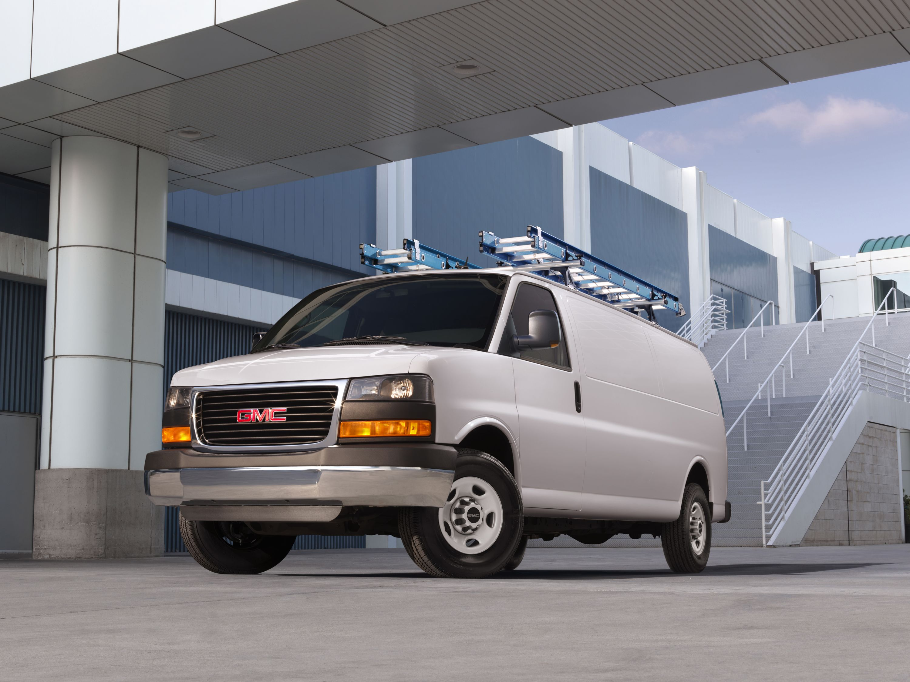 2021 Gmc Savana Review Pricing And Specs