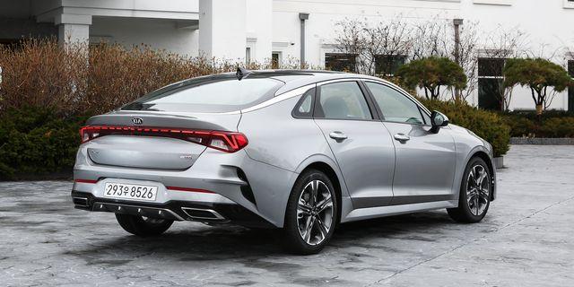 Land vehicle, Vehicle, Car, Luxury vehicle, Automotive design, Mid-size car, Sedan, Performance car, Rim, Personal luxury car,