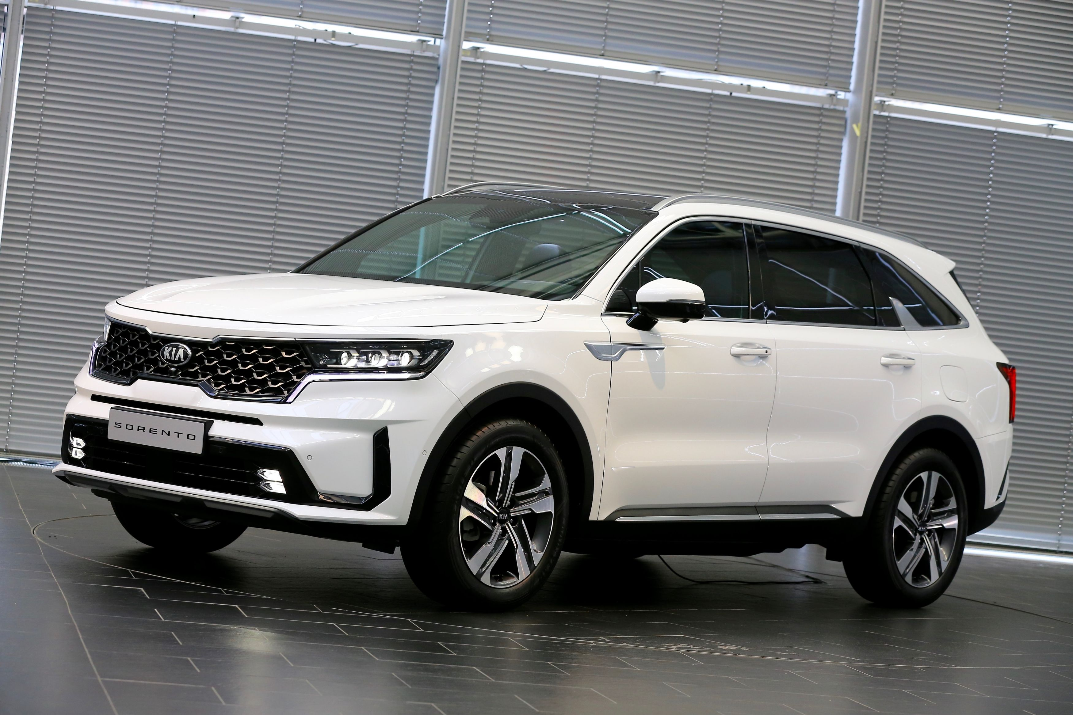 New 3 Kia Sorento Shows Off More Details