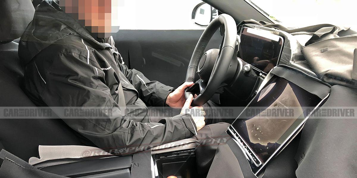 mercedes benz  class interior spied huge  touchscreen