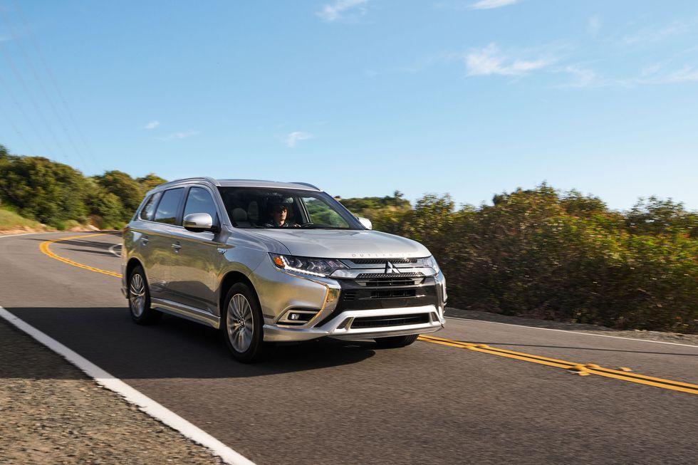 2021 Mitsubishi Outlander PHEV Gets Bigger Motor and Battery at Same Price