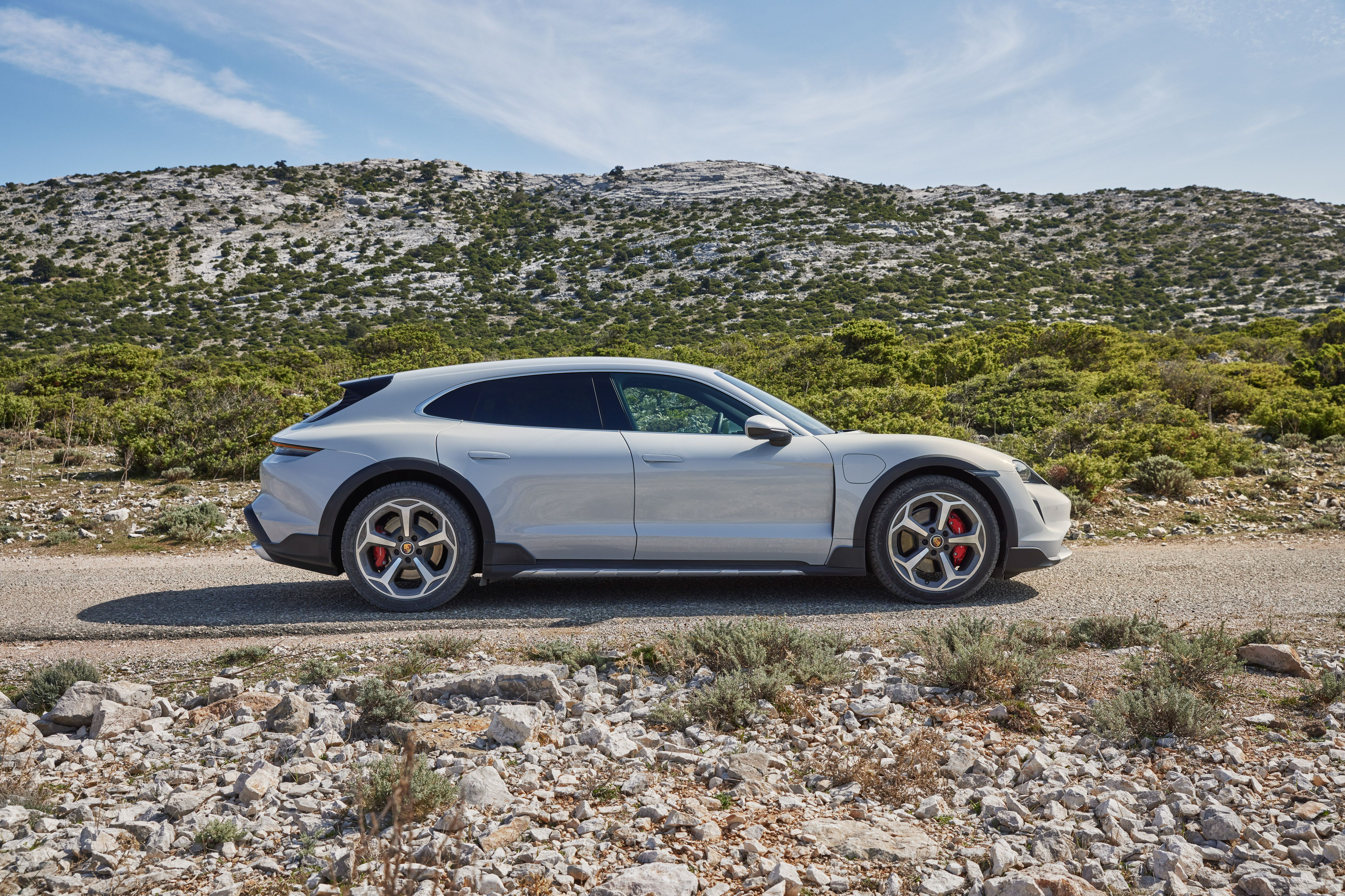 2021 Porsche Taycan Cross Turismo Gives a More Rugged Profile to the EV