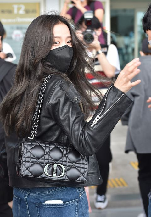 jisoo 機場飯拍 2021 dior 包包
