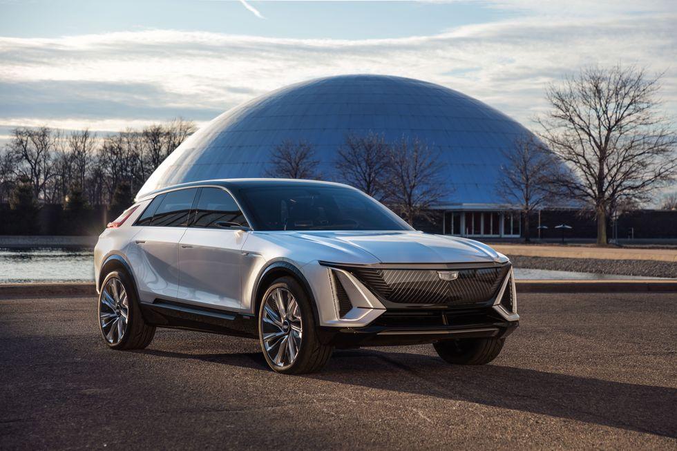 صور سيارة كاديلاك ليريك 2023 الكهربائية دات التصميم الفضائي 2023-cadillac-lyriq-101-1596744486