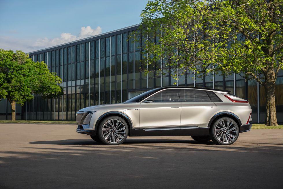 صور سيارة كاديلاك ليريك 2023 الكهربائية دات التصميم الفضائي 2023-cadillac-lyriq-102-1596744486