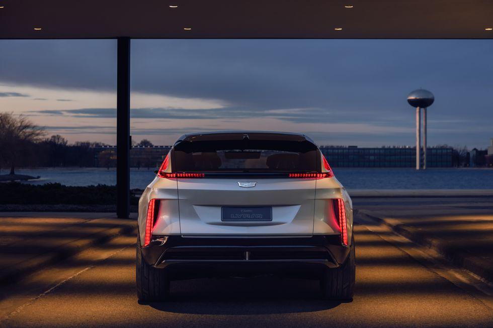 صور سيارة كاديلاك ليريك 2023 الكهربائية دات التصميم الفضائي 2023-cadillac-lyriq-103-1596744488