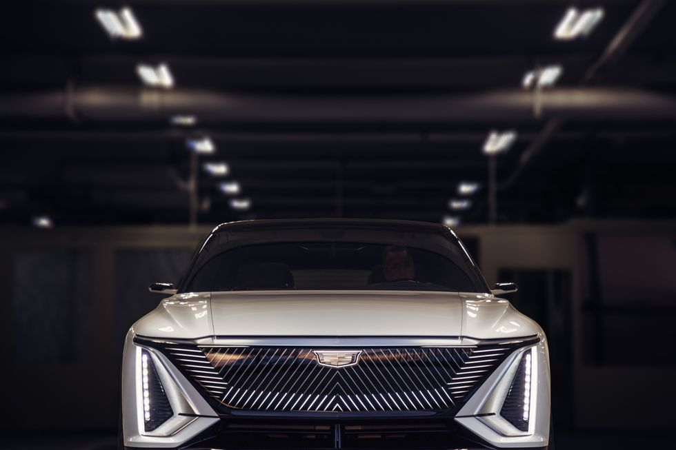 صور سيارة كاديلاك ليريك 2023 الكهربائية دات التصميم الفضائي 2023-cadillac-lyriq-104-1596744487