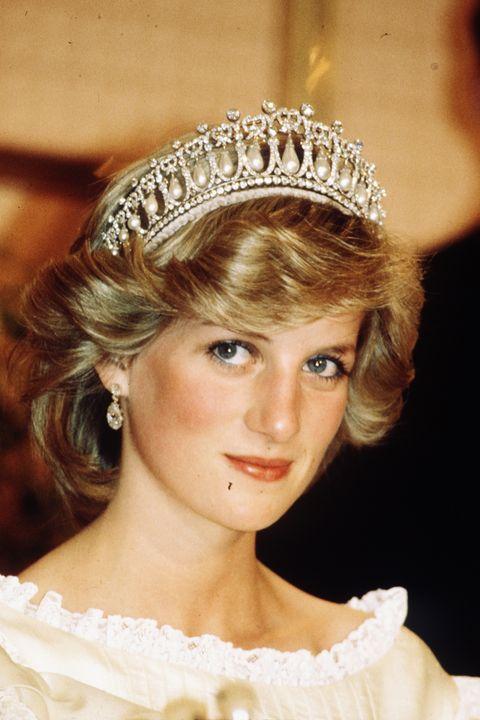 25 photos of princess diana in tiaras princess diana s tiara style 25 photos of princess diana in tiaras
