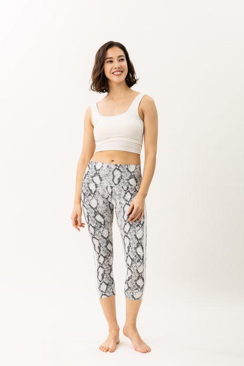 Clothing, White, Waist, Pajamas, Sportswear, Trousers, Active pants, Nightwear, Crop top, Leg,