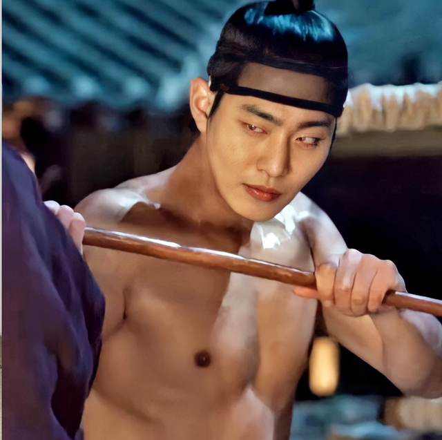 韓劇《紅天機》安孝燮肌肉好養眼!私下運動菜單曝光,緊實腹肌讓人戀愛