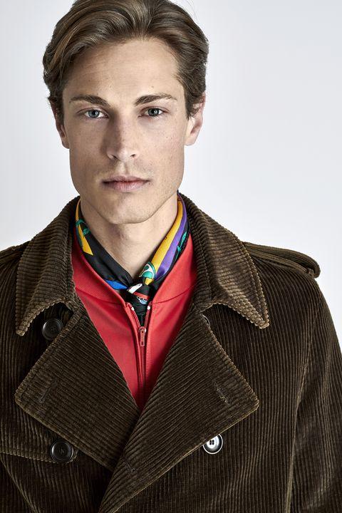 Da Firenze ecco le prime anticipazioni delle tendenze moda autunno inverno  2018 per l uomo. ok. PALTO  2f8994287cb