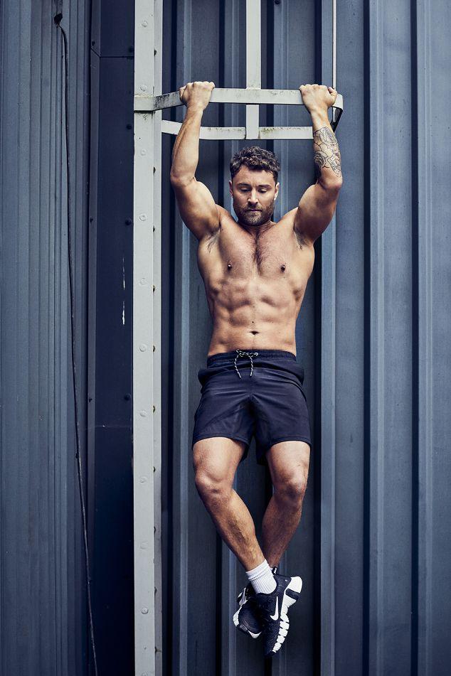 Leg, Human leg, Shoulder, Elbow, Wrist, Physical fitness, Chest, Standing, Joint, Knee,