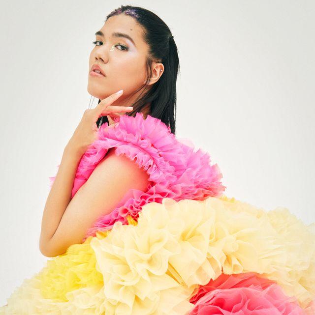 ありのままの自分について発信しているトランスジェンダーモデルのkeihsanさんが、6月のカバーガールに登場!過去の経験から、世界で活躍できるモデルになるために挑戦を続けるkeishanさんの目標は、「lgtq+コミュニティが当たり前になる社会」。今回は、tomo koizumiのドレスをまとった姿をお届けします。