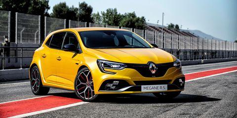 Land vehicle, Vehicle, Car, Automotive design, Yellow, Motor vehicle, Hatchback, Hot hatch, Mid-size car, Renault clio renault sport,