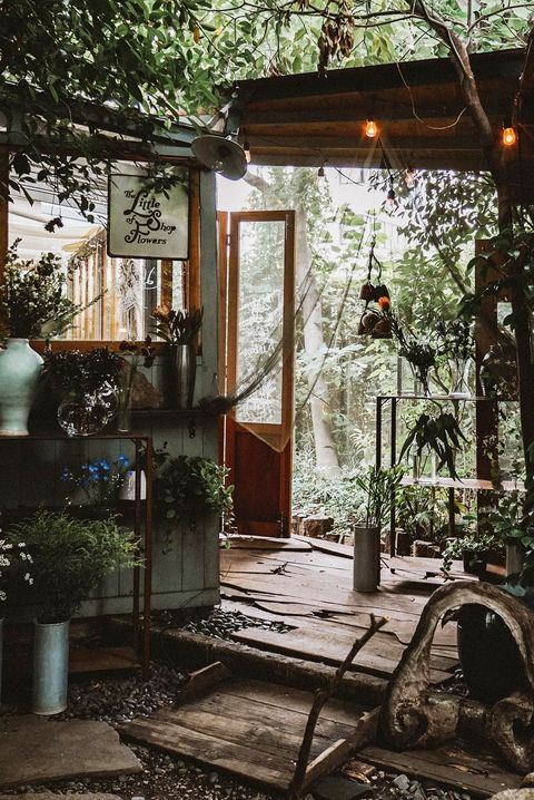 11 Greenhouse Design Ideas To Flex Your Green Thumb In Style