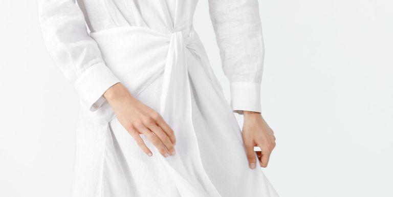 san francisco f8064 98cec Zara acaba de sacar este vestido pareo blanco largo con flecos y nos ha  hecho necesitarlo sobre todas las cosas