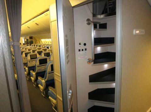国際線 パイロット 休憩 写真,パイロット 仮眠,飛行機 休憩室,飛行機 仮眠質,