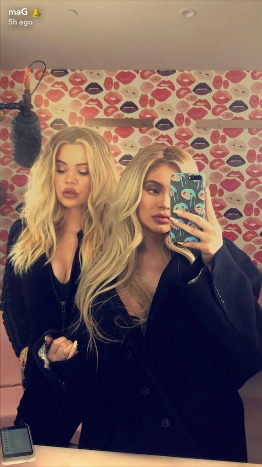 22407792 1481773438524850 454012171 n 1507642105 Kylie Jenners Baggy Blouse Photo Sparks More Pregnancy Rumors