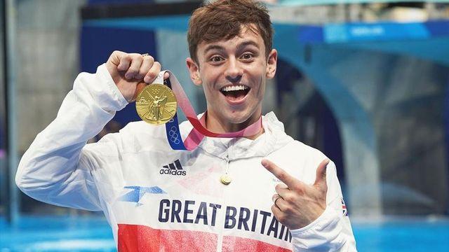 選手村の様子を自身のyoutubeに投稿し、多機能トイレなどに感激する姿が日本でも話題を呼んだばかりのイギリス代表の水泳男子飛び込みペアのトム・デイリー選手((27歳)。ゲイであることをカミングアウトしている五輪選手の一人として、金メダル獲得後にlgbtqコミュニティへ対して語ったこととは…?