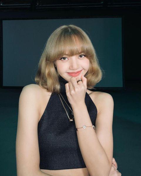 韓國女星blackpink lisa 顯白「亞麻奶茶」髮色