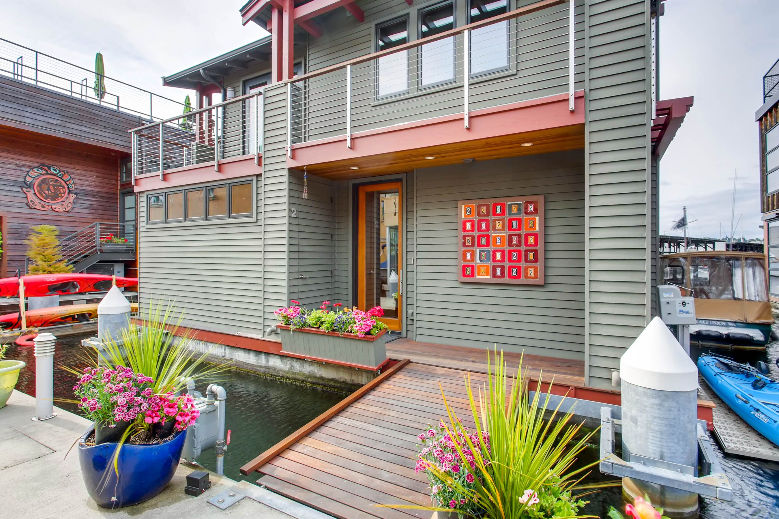 Floating Home Seattle - Special Agents Realty
