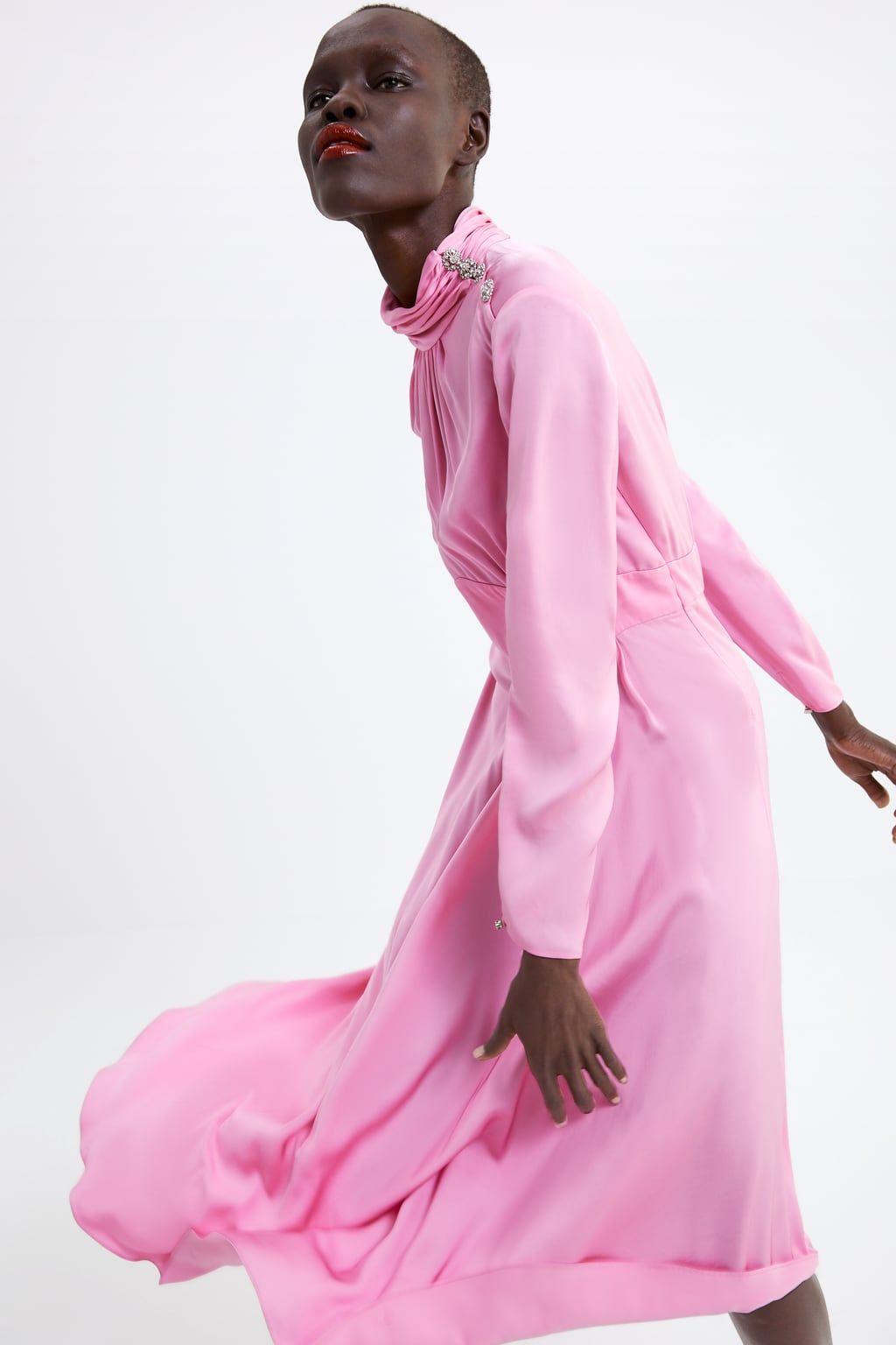 El vestido de invitada de Zara que queremos que Amancio