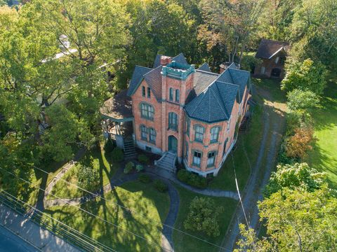 Aerial photography, Property, Estate, Mansion, House, Home, Bird's-eye view, Real estate, Architecture, Building,