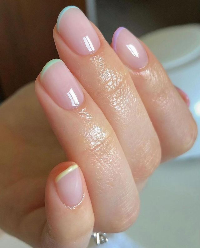 tendenza unghie french manicure rainbow pastel