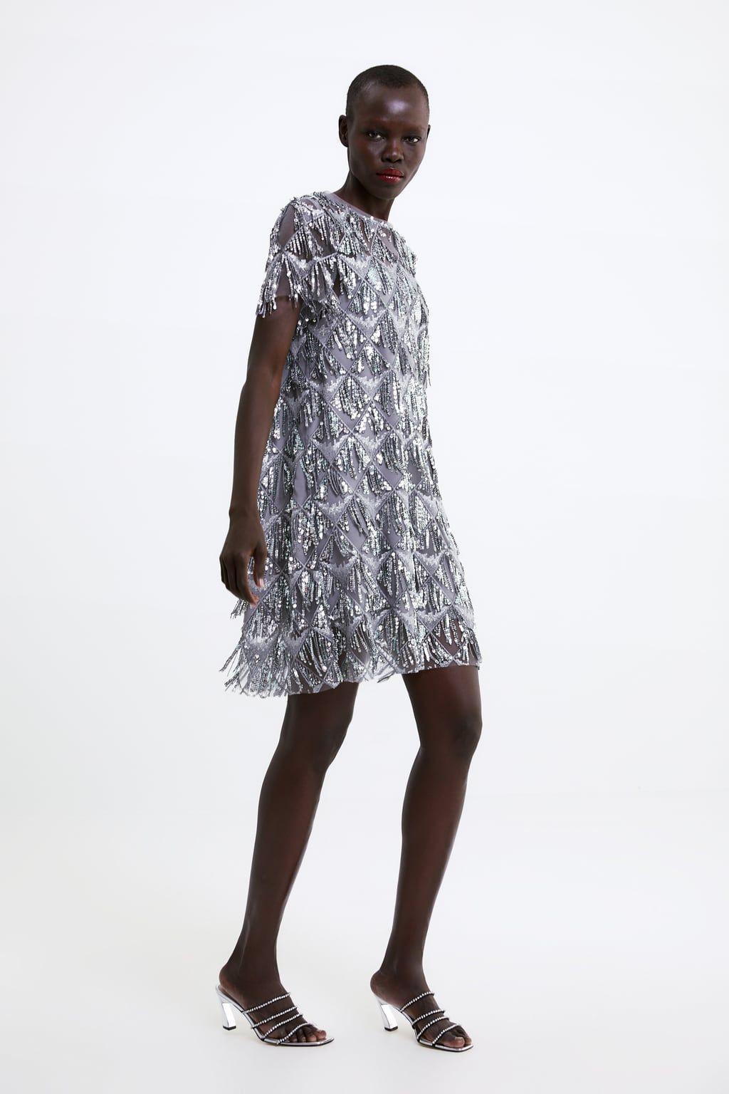 Este vestido de Zara te va a salvar el look si tienes una