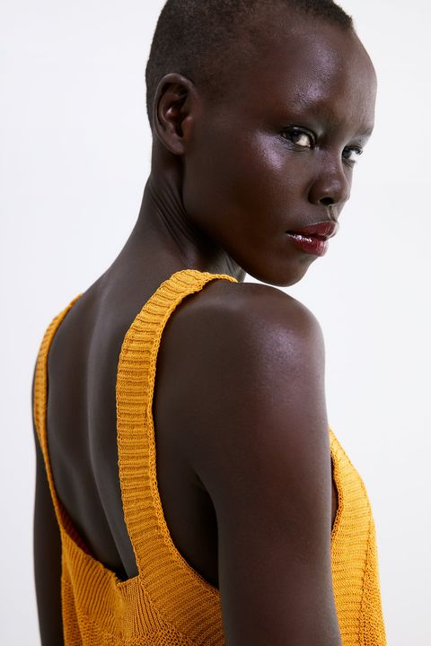Black, Yellow, Shoulder, Hairstyle, Neck, Brown, Photography, Model, Sportswear,